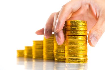 分散投資する金貨(お金)